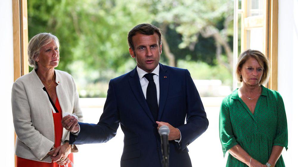 Emmanuel Macron aux côtés de Brigitte Bourguignon et Sophie Cluzel à Toulon. - AFP